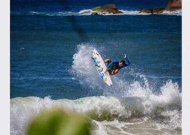波の中からボードスティックス。