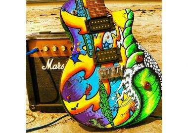 ギターにもアートペイント。