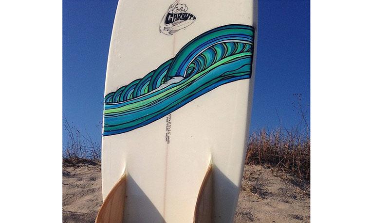 ボードには、やはり波のイラスト。