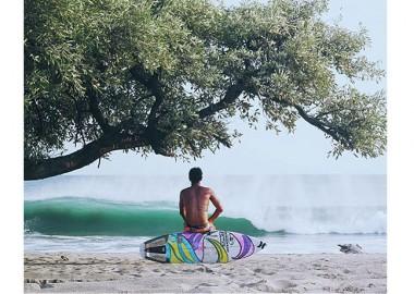 打ち寄せる波を見ながら。