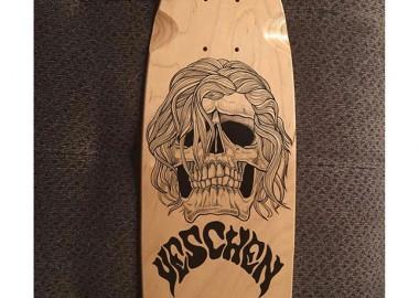 ただならぬ雰囲気のスケートボード。