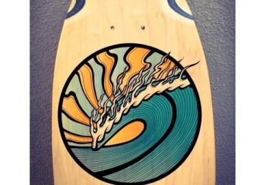 木製サーフボードに波をペイント。