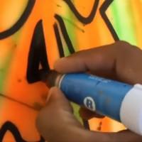 絵の具のような塗り心地のペイントペン。