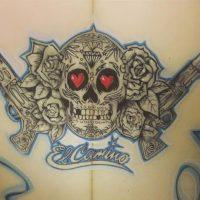 銃と薔薇と骸骨。