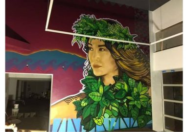 壁に描かれた美女。