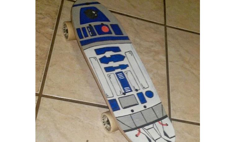 R2-D2。