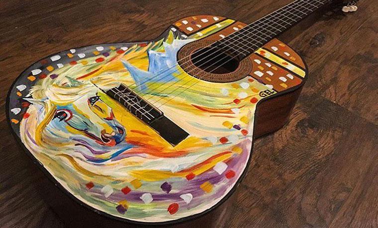 ギターにオリジナルペイント。