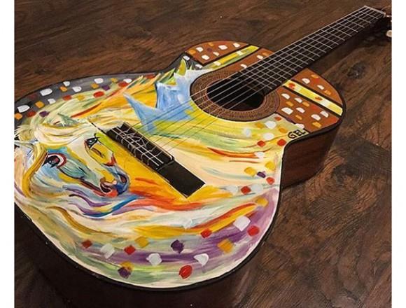ギターにペイント!