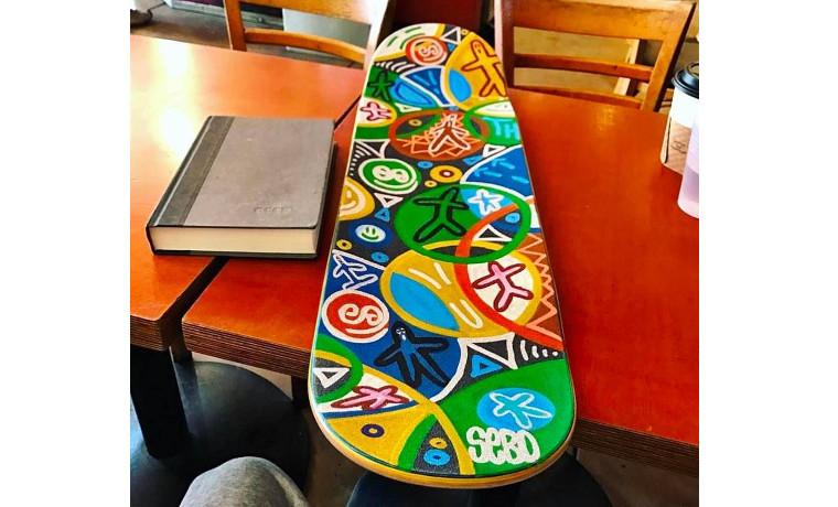 見ているだけで楽しくなるスケートボード。