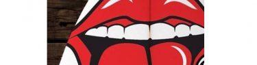 真っ赤な唇と舌。