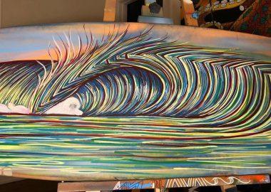 ボードに描かれた波。