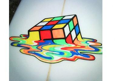 ルービックキューブが溶けていきます。