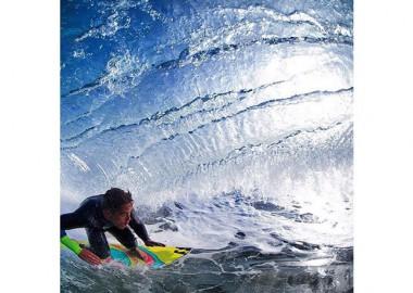 波のカーテン。
