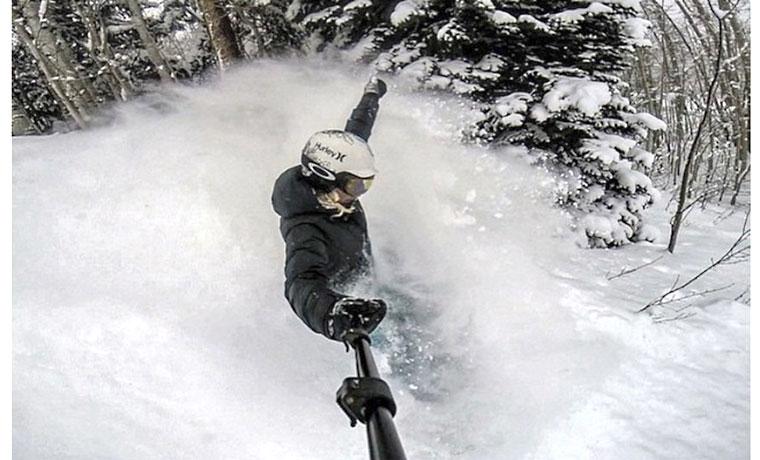 スノーボードにもヘルメットにも。