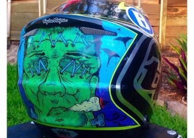 ヘルメットにペイント!
