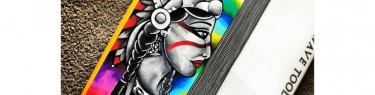 サーフボードに本格的なアート。