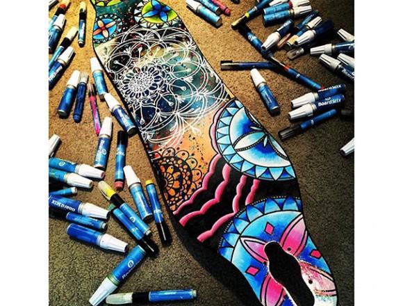 ロングボードがアート作品に。