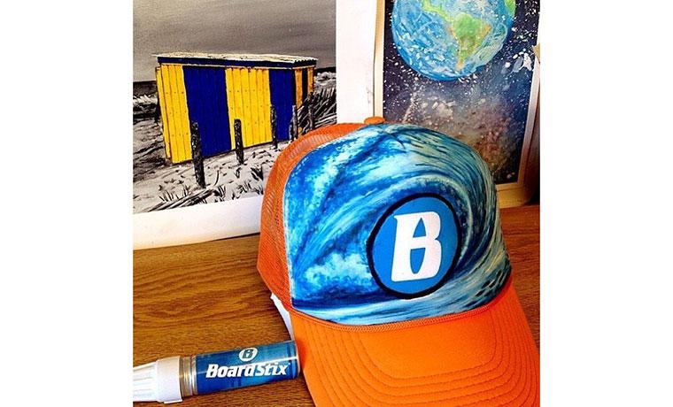 宇宙に漂っているのは、地球ではなく、Bマーク。