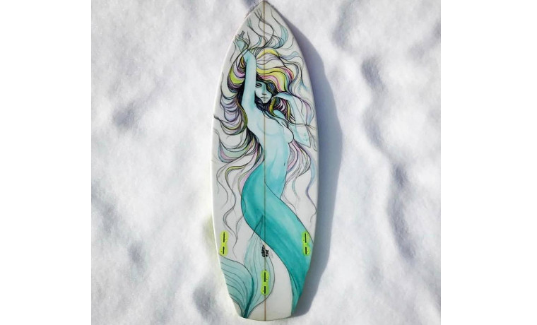 雪の上の人魚。