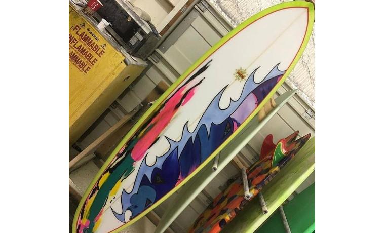 サーフボードに芸術。