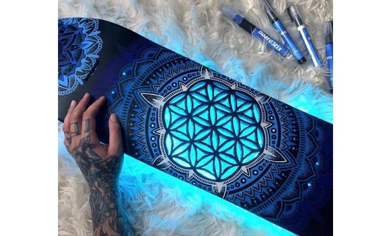 光るスケートボード!?