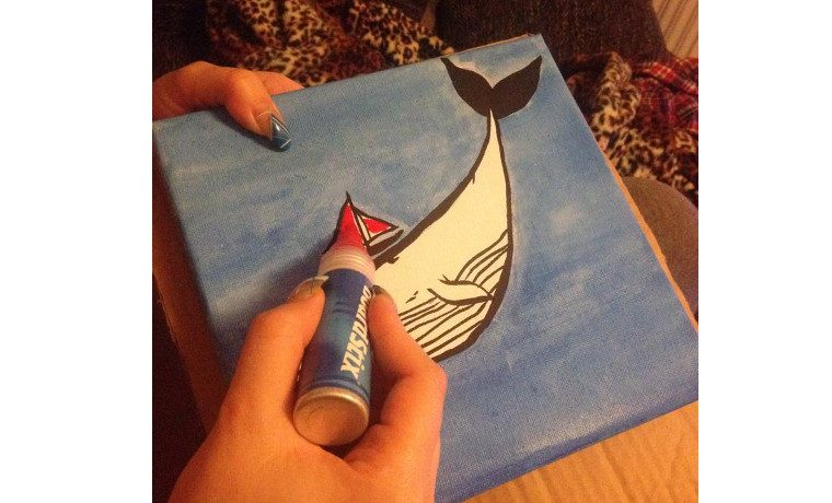 クジラをペイント中。
