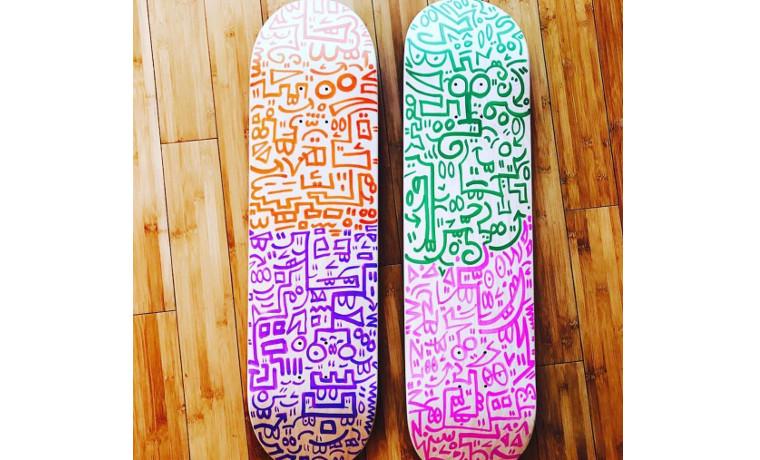 2つのスケートボード。