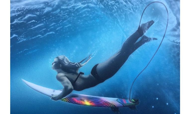 続・海中を泳ぐ女性。