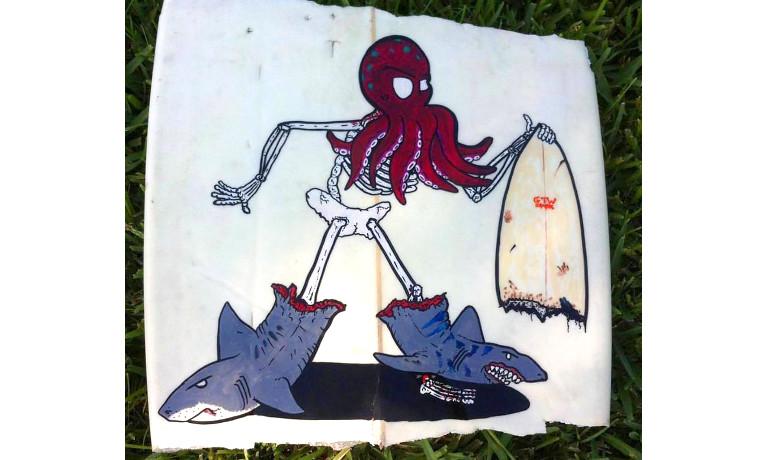 キャンバスは割れたサーフボード。